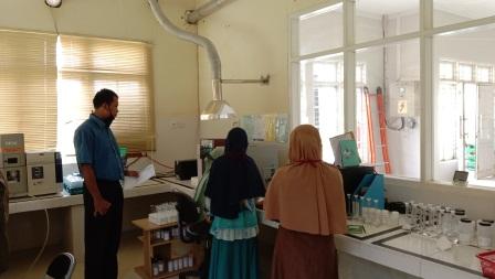 Menyaksikan Proses Pengujian Pada Saat Pre Assessment Laboratorium Oleh Konsultan