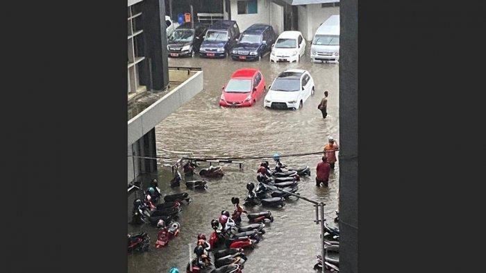 Mobil dan Motor Terendam di Kantor Gubernur Ganjar, Netizen: PSI Mana Suaramu?