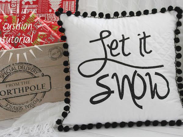 "{Free Pattern}- Let It Snow Cushion <img src=""https://pic.sopili.net/pub/emoji/twitter/2/72x72/2744.png"" width=20 height=20>"