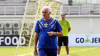 pelatih Mario Gomez