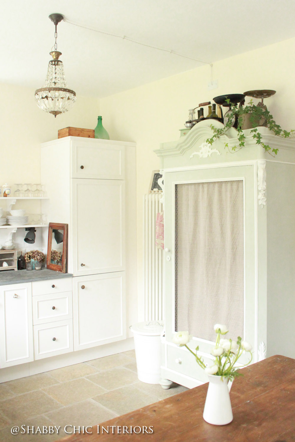 Un armadio da trasformare shabby chic interiors for Cucina in armadio