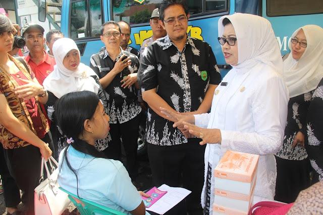 Hari Kartini, Dinkes Subang Gelar Pemeriksaan Kanker Serviks Gratis di PT Hansol Hyun
