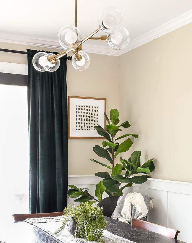 Modern dining room decor