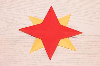 http://sophiessofa.blogspot.com/2015/12/supereasy-origamisterne-originell-aber.html