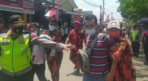 Hendak Bentangkan Spanduk saat Mobil Jokowi Melintas, 2 Warga Cilacap Ditangkap Polisi