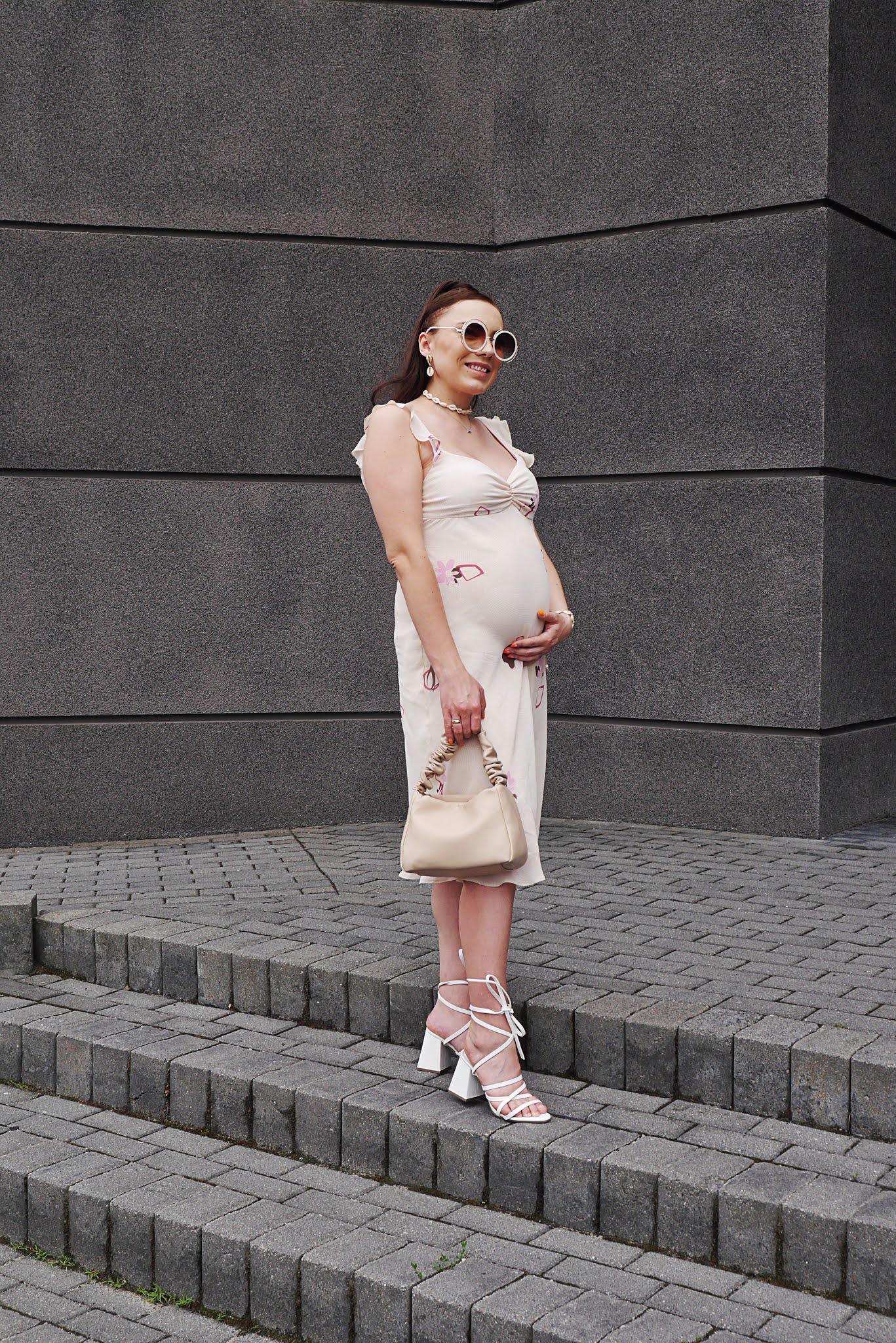 blog modowy blogerka modowa karyn puławy stylizacja ciążowa jak ubrać się w ciąży sukienka w stylu retro w sh tanie ubranie w ciąży gdzie szukać ubrań ciążowych beżowa torebka ccc białe sandałki wiązane na słupku bonprix