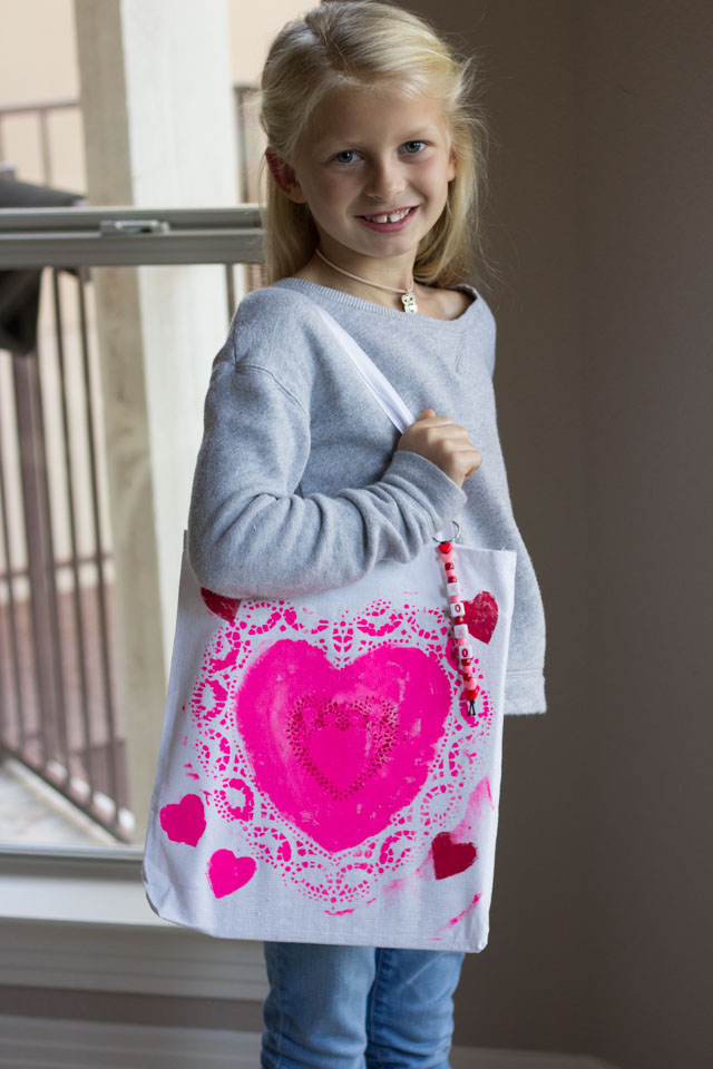 Use paper heart doilies to create these cute stamped tote bags for Valentine's Day!