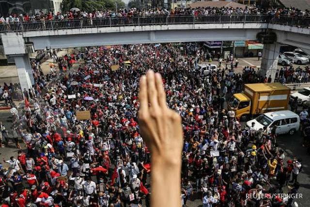 Unjuk rasa anti-kudeta militer terjadi di kota-kota Myanmar