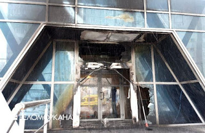Firemen managed to stop the fire even at the entrance  Photo: Press Service of the Ministry of Emergencies   of Russia in the Arkhangelsk Region