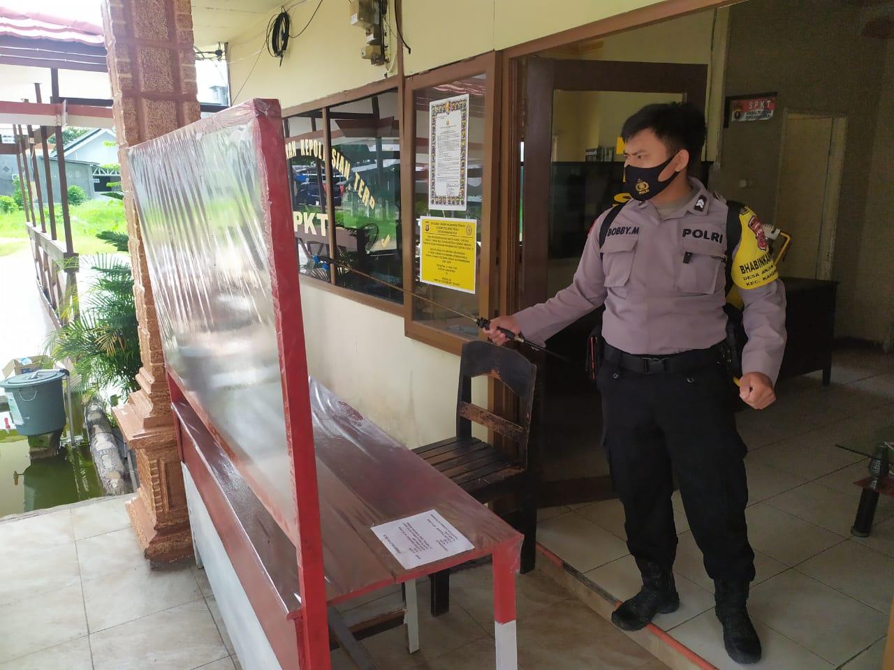 Tangkal Corona, Polsek Kahayan Hilir Semprot Desinfektan di Mako
