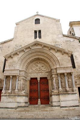 Facciata della Cattedrale di Arles patrimonio UNESCO