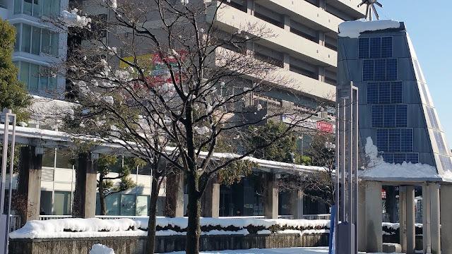 センター北駅前の雪景色