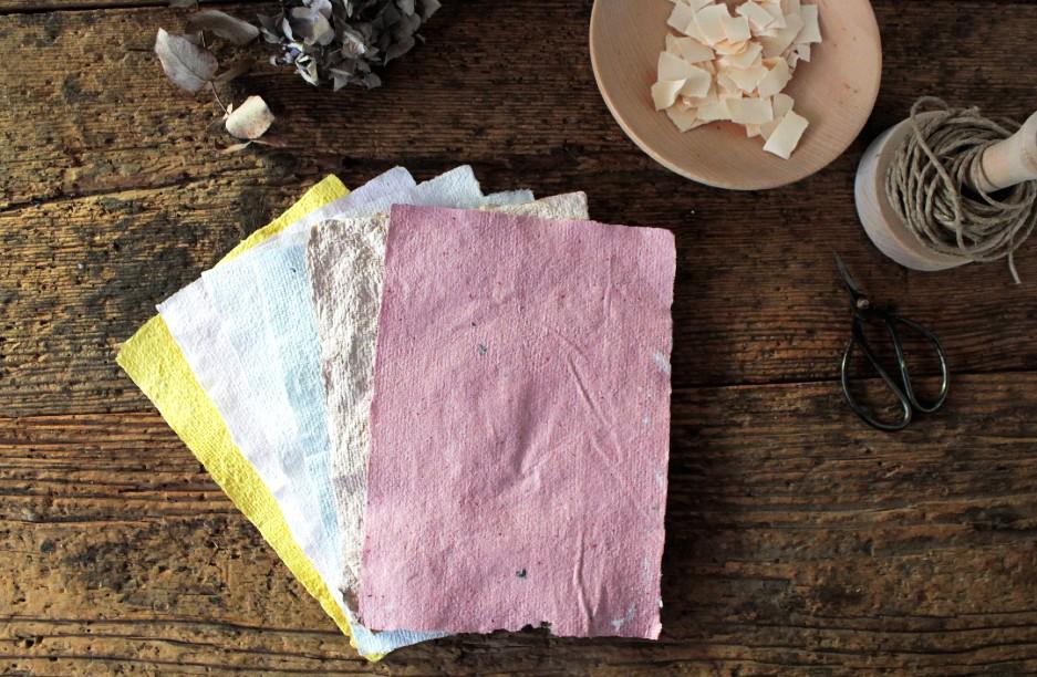 Come fare fogli di carta riciclata a mano fai da te