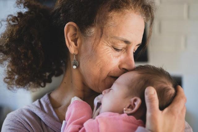 Por qué las abuelas maternas están más conectadas con sus nietos