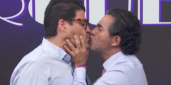 Revelador beso,  famoso conductor de Hoy sale del clóset en programa
