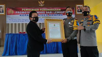 LEMKAPI Anugerahkan Piagam Penghargaan Promoter Reward untuk Polres Kampar