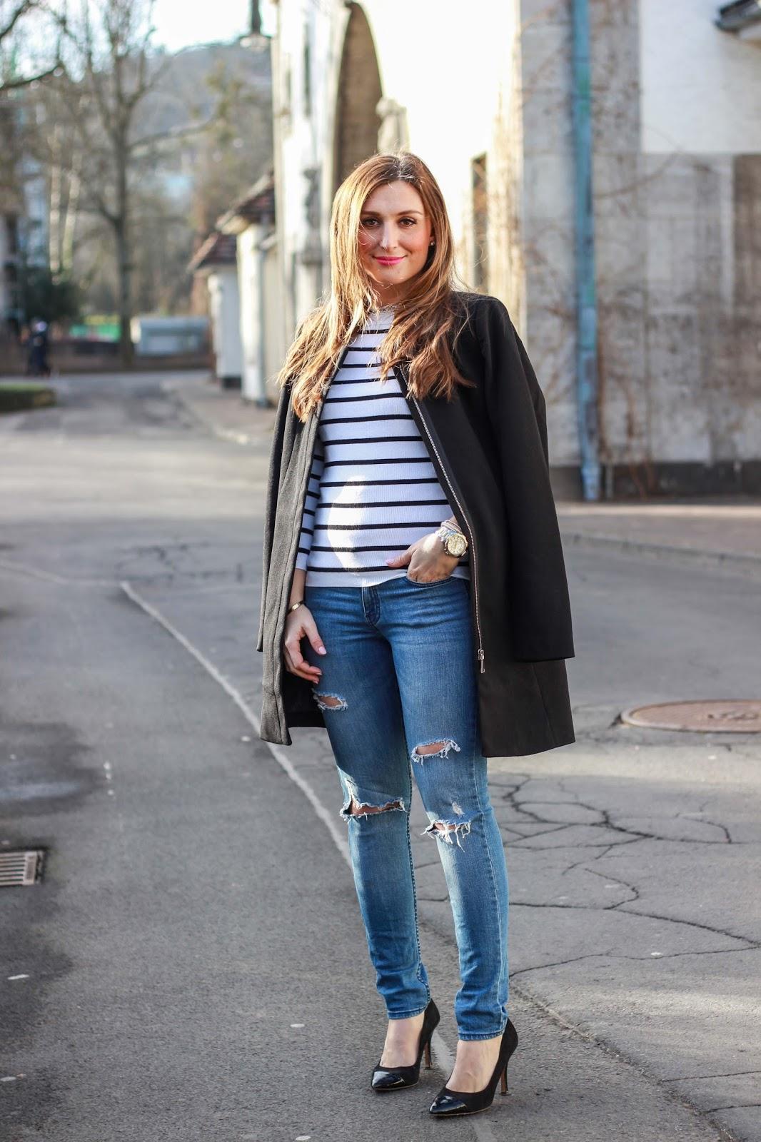 Streifenpullover - Fashionblogger in Schwarz weiß - Schwarz weißer Pullover - Fashionblogger Outfitinspiration–Streetstyle–Deutsche Fashion Blogger