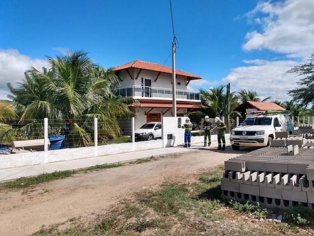 Operação da Coelba flagra 'gato' de energia na casa de vereador de Paulo Afonso