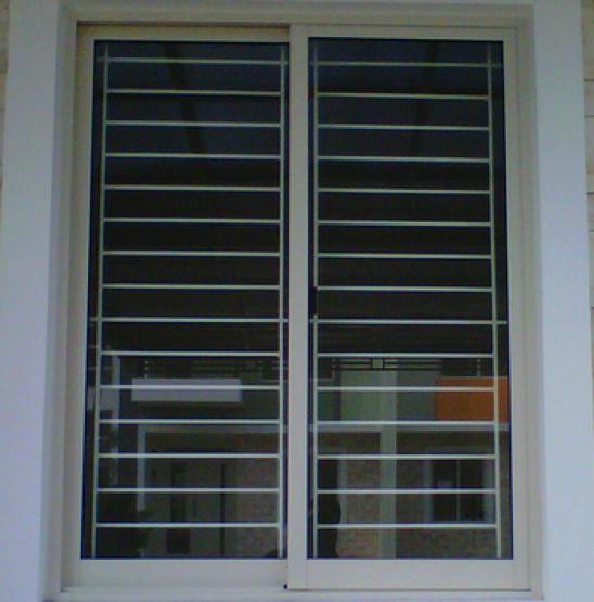 teralis jendela vertikal dua daun jendela