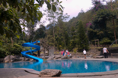Kolam Renang 2 Taman Bougenville