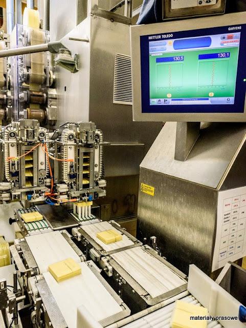 serek topiony, hochland, fabryka, zaklad produkcyjny, hala produkcyjna, tasma produkcyjna, ser w plasterkach