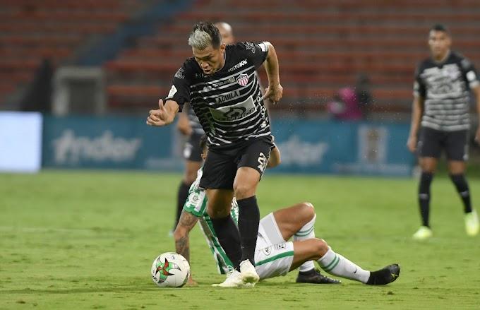 ¡A Teo como que lo dejó el avión! Negra visita del delantero de Junior a Medellín, tras derrota frente al Atlético Nacional