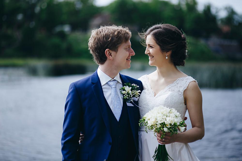internacionāls kāzu pāris fotosesija