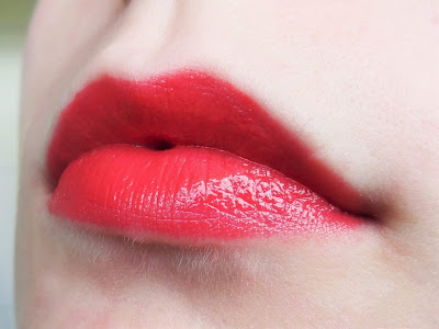 Milani Power Lip 07 Mango Tango - aufgetragen auf Lippen - MissNemou