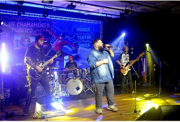 Live do Arte In Casa com a banda KM Treze trouxe para o palco virtual um especial da Charlie Brown JR e CPM22