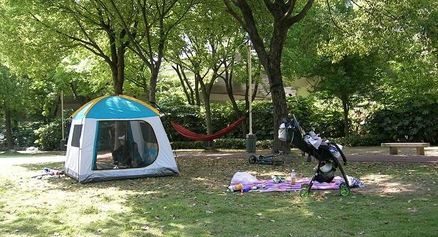 テントを張って家族で楽しむ…ハンモックもある