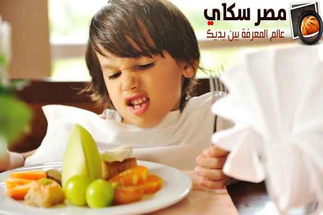 فنون تدريب أطفالنا على أتيكيت تناول الطعام Training