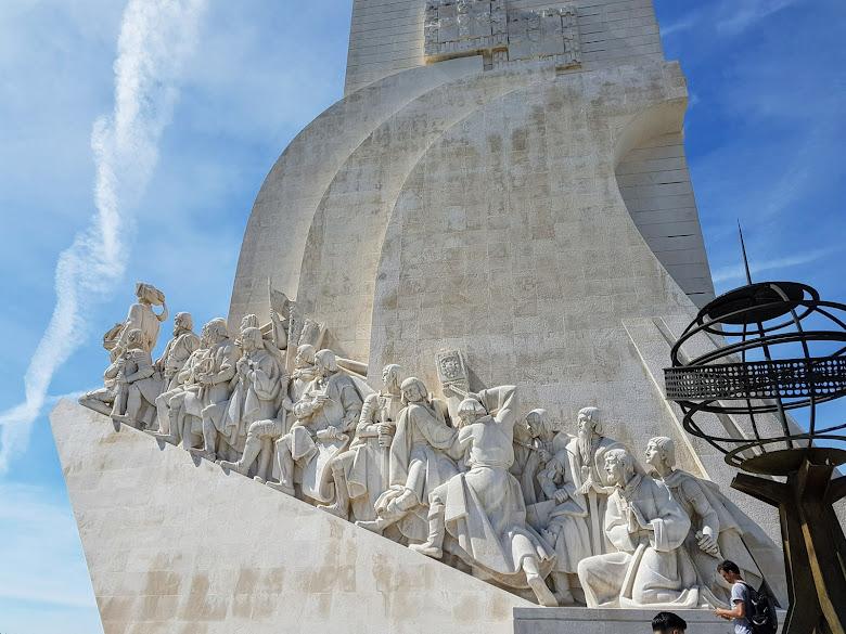 東面的發現者紀念碑