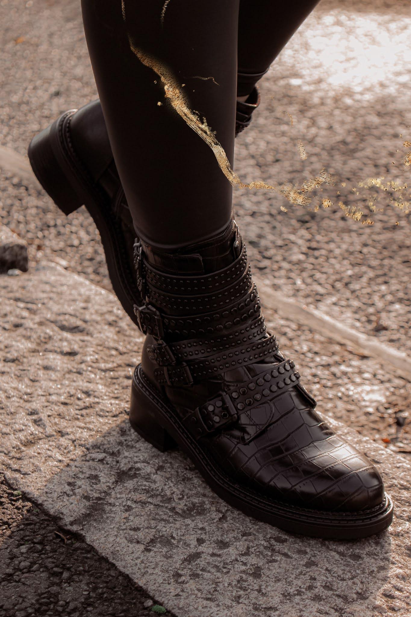 Moda in Pelle Eretina black croc ankle boots