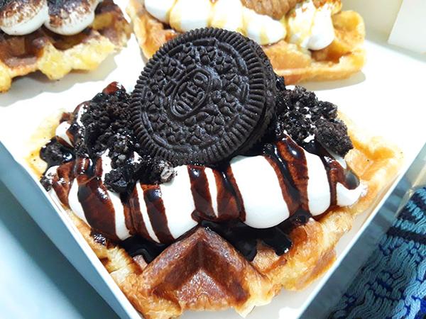 oreo cream croissant waffle