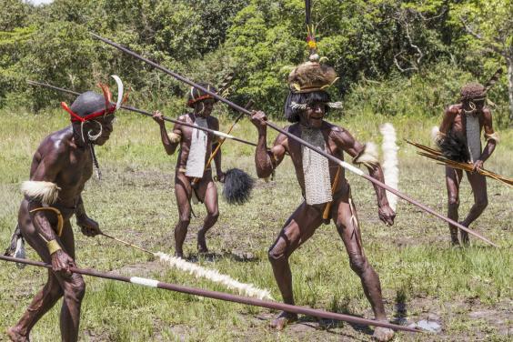 Esta pareja fue secuestrada y torturada por caníbales en Papúa Nueva Guinea