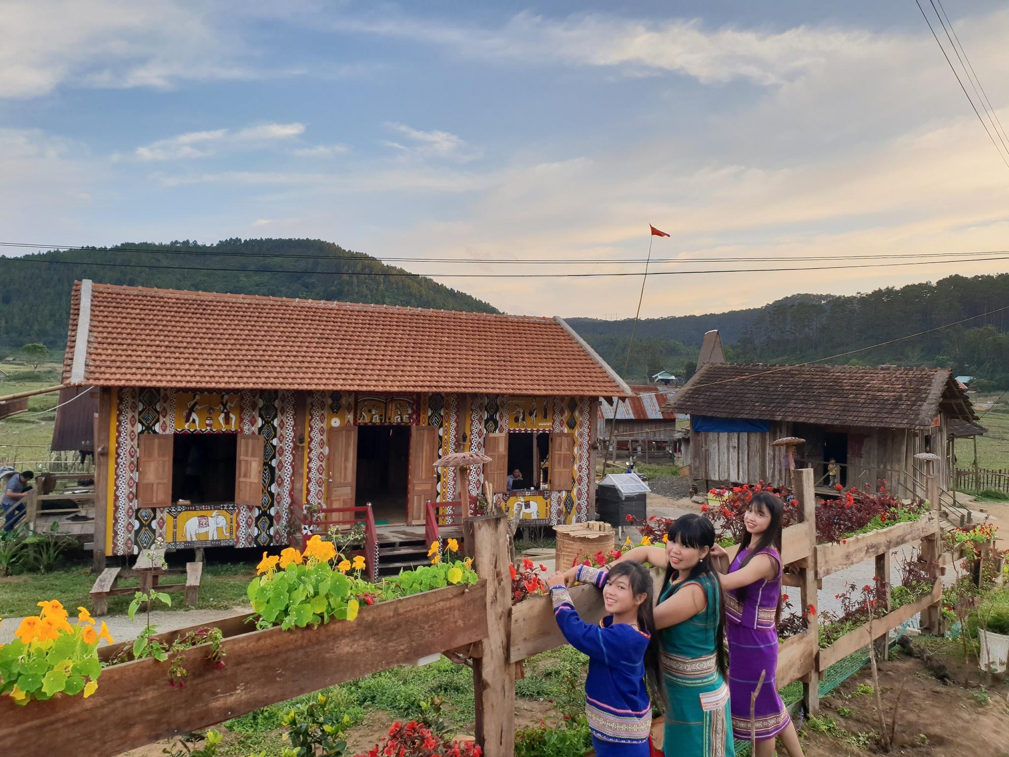 Nhà lưu trú homestay ở làng Kon Pring