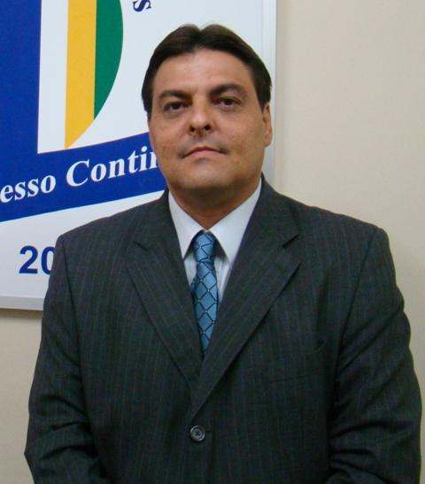 Prefeito de Flores, Marconi Santana, é multado pelo TCE por falta ...
