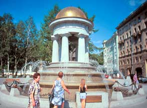 Встреча у фонтана