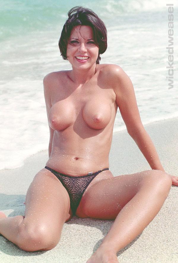 Bikini Mature Gallery