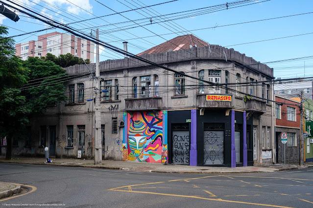 Predinho com traços do art déco na esquina das ruas Saldanha Marinho com Brigadeiro Franco
