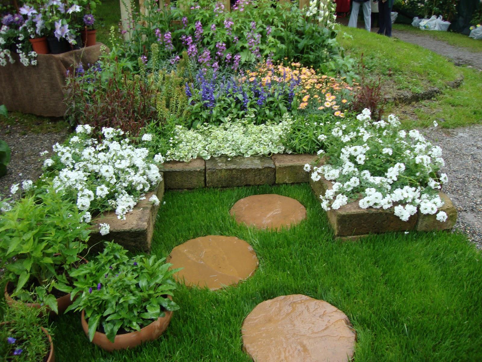 Esempi di giardini piccoli cx13 regardsdefemmes for Esempi di giardini