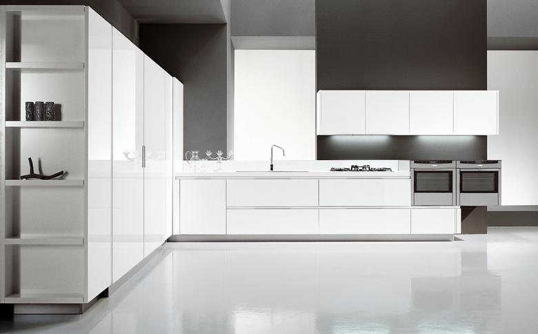 Cocinas angulares para espacios m s grandes cocinas con for Cocina blanca encimera beige