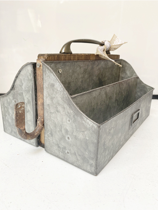side view of tote