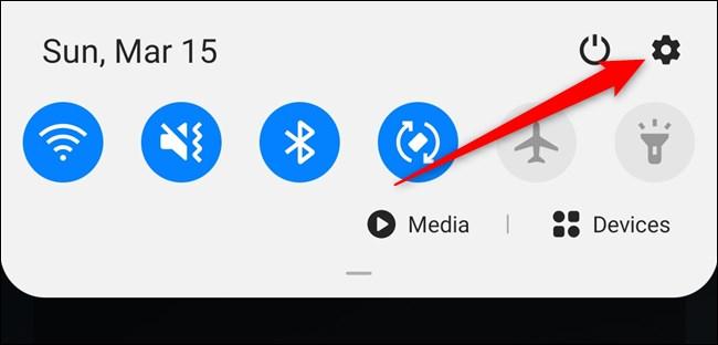 Samsung Galaxy S20 افتح مركز الإشعارات ثم حدد ترس الإعدادات