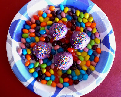 Jelly Bean Cake Rounds, Cake and jelly mixed, stuffed with a surprise jelly bean and coated with candy melts. | Recipe developed by www.BakingInATornado.com | #recipe #Easter #dessert