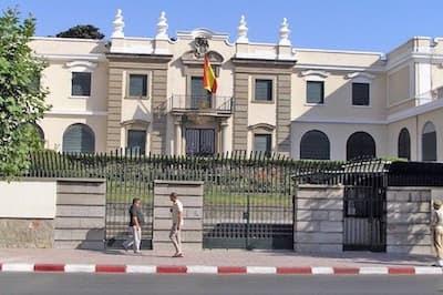 المغرب يستدعي سفير إسبانيا ويحتج على إستقبال زعيم البوليساريو بهوية مزورة