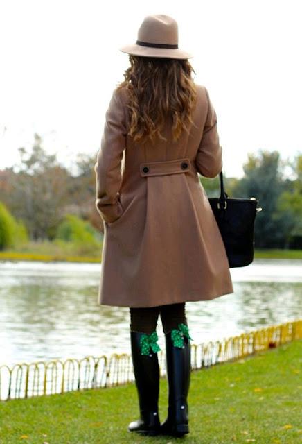 como usar botas para lluvia
