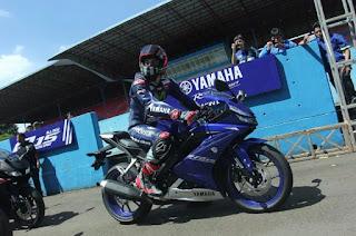 wah bagi anda yang saat ini penasaran dengan sosok motor sport full fairing dari Yamaha y Foto All New Yamaha R15 2017 Terbaru Keren Abis