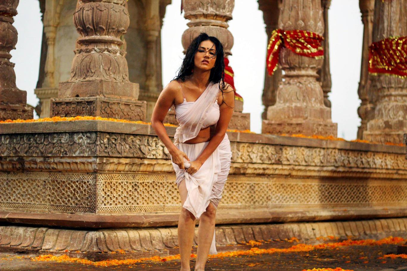 Sunny Leone Wet Clothes Hot Wallpaper