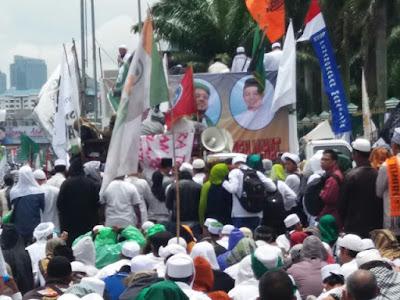 Sempat Diisukan Tidak Hadir, Beginilah Pemandangan Kaum Muslimin Menyambut Habib Rizieq Syihab Pada Aksi 212 Jilid 2